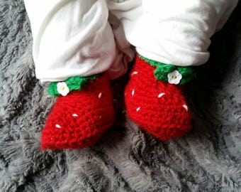 Strawberry baby booties, red and green, crochet booties, flower