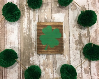 St. Patrick's day clover wood sign. Green four leaf clover sign. St. Patrick's day wood sign. Clover wood stained sign. Home decor.