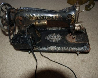 Vintage Singer Sewing Machine (works)