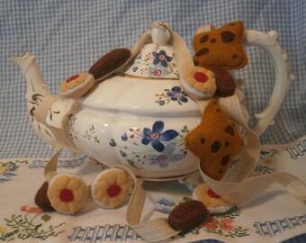 Biscuits felt garland