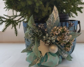 "Medium Wooden Holiday Gift Basket/Planter ""BLUE, BLUE CHRISTMAS"""