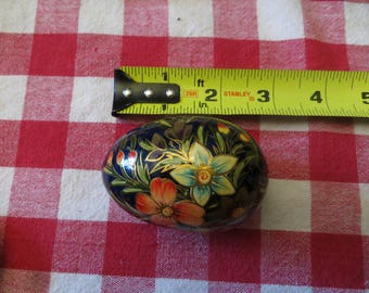 Hand painted wood egg, flowers vintage w/ free ship