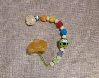 Green cat pacifier clip wood,crochet pacifier holder,dummy holder,kitty cat,crochet cat dummy chain,wood pacifier clip,wooden pacifier clip