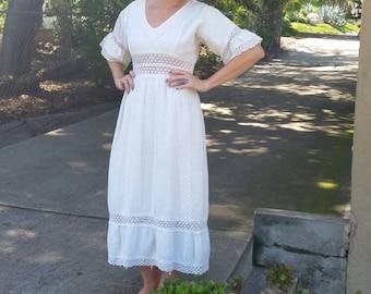 1970s Cream White Bohemian Crochet Lace Midi Dress. Boho. V-neck. Short Sleeve. Hippie. Mexican. Wedding Dress.  Size Small