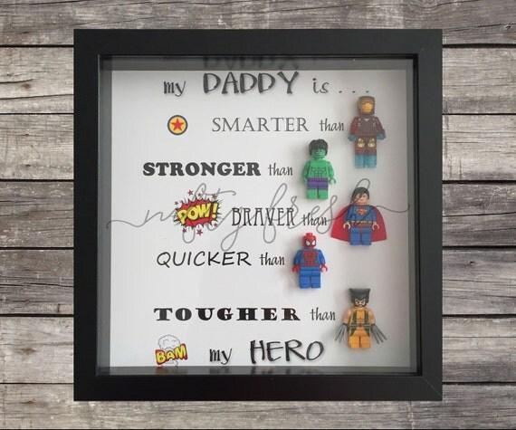 umrahmt von superhelden lego geschenk f r papa mama bruder. Black Bedroom Furniture Sets. Home Design Ideas