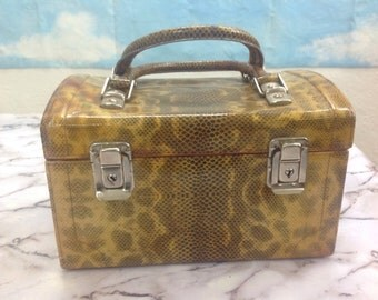 Beauty case vintage. Vintage beauty case. Made in Italy.