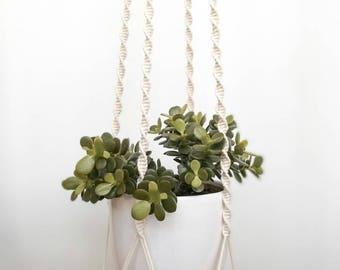 "Plant hanger, macrame plant hanger, macrame shelf, flakeboard shelf ""Spiral"""
