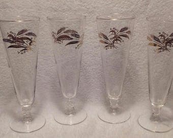 Beer Glass. Vintage Pilsner Style with Gold Wheat Design and Gold Rim. Beer Garden. One set of 4. TwoCsVintage.