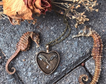 "Seahorse ""lovers"" necklace"
