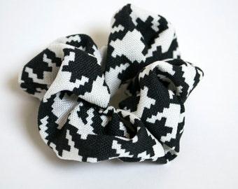Scrunch - Black and White Hair Tie