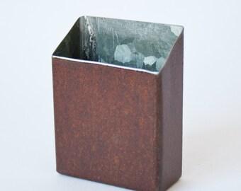 Cigarette case partly rusty metal | 17ZE03