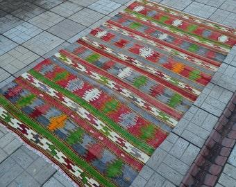 Vintage kilim. Turkish kilim. Vintage kilim rug. Free shipping. 9.2 x 5.3 feet.