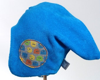 Reversible hat with small ghosts