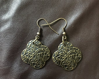 Textured gold clover earrings