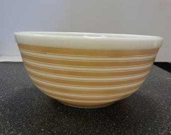 Pyrex Tan or Sandlewood Stripped 403 2 1/2 QT. Bowl ..............FREE SHIPPING...........