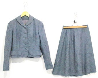 Vintage Clothing • Two -Piece Set • 1940's Skirt/ Blazer Suit • Cloudy Blue Colour with Paisley Pattern • A Kipness Original