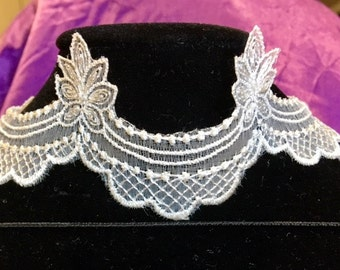 CHANTILLY LACE Choker