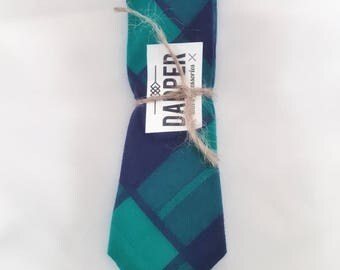 "Men's Green and Navy tie (2 1/4"")"