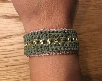 Knitted bracelet with rings