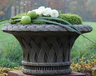 Shell vase planter amphora with 3 lion feet sandstone cast
