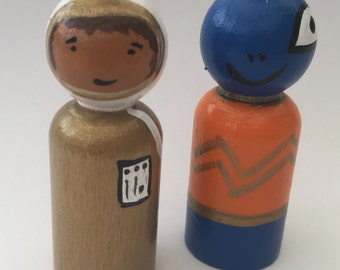Spaceman and Alien wooden peg dolls  EYFS/ Gift /Education / Smallworld