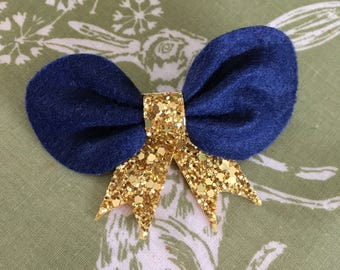 Bow with glitter legs