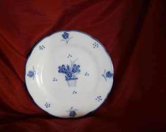 Blue and White Plate Floral Design 7""