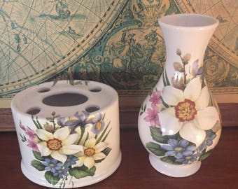Bathroom Set - W&R Toothbrush holder with matching vase (Australia)