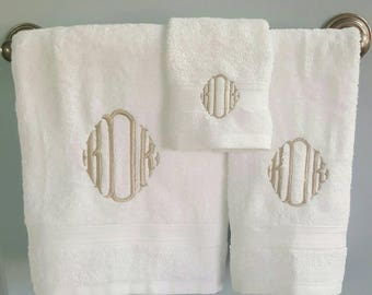 Monogrammed Embroidered Bath Towel Set / Graduation / Wedding Gift