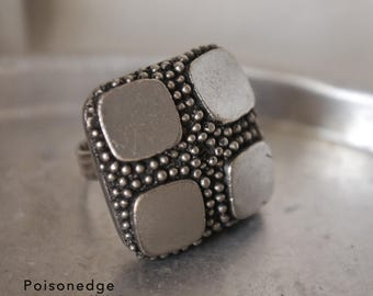 Vintage button ring - square - silver - adjustable - Pop -