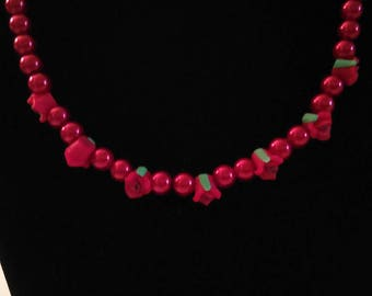Red rose pearl necklace