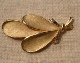 Brooch Trifari Crown with gold petals 1950