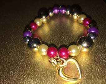 Girls beaded bracelet w/heart charm