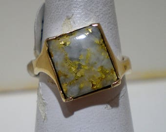 Woman's nautral gold/quarts ring