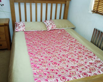 Beautiful patterned gold and pink double size duvet cover and pillow cases set