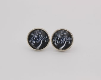 Cabochon earrings tree black white