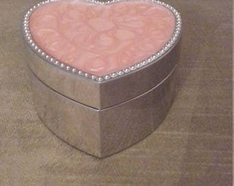 Charming steel and swirl pink lacquer decorated heart-shaped trinket or jewellery box