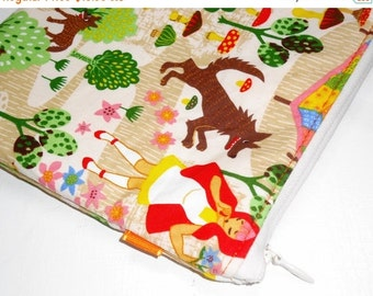 SALE SALE SALE - 20% Off Xl Padded Zippy Pouch / Cosmetic Bag / Clutch Purse / Handbag Organizer --Kawaii Red Riding Hood