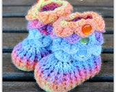 Crocodile Stitch Baby Booties That Stay On / Baby Slippers / Baby Booties / New Baby Gift / rainbow / 0-6 / acrylic yarn / baby slippers