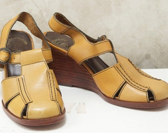 Mustard wedge shoes / Bohemian / Miss America 1970s / Leather / Size 5.5