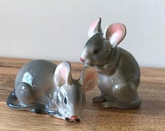 Vintage Pair of Mice Salt Pepper Ceramic Shakers Gray Pink