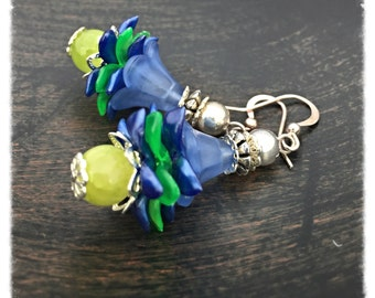 Blue lucite earrings, lucite earrings, flower earrings, blue flower earrings, blue earrings, green earrings, vintage flower earrings