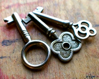 Small Antique Barrel Keys - Perfect Pendant Trio // Fall Sale 15% OFF - Coupon Code SAVE15