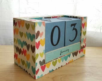 Perpetual Wooden Block Calendar - Colorful Country Hearts