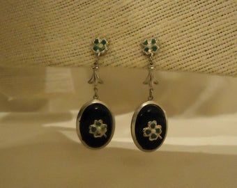 Dangle Style Screw Back Earrings Silver Metal Black Oval Cabochons Green Four Leaf Clovers Petite White Pearls Vintage 1960's Accessories