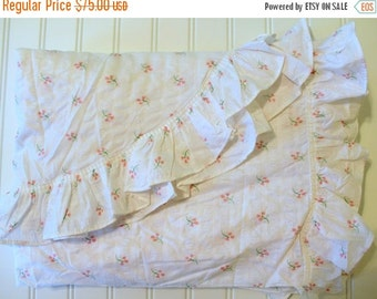 HOLIDAY SALE - Vintage Cotton Plisse Bedspread - Pink Tulips Flowers on White with Ruffles - Cottage Chic -Twin Spread - Full Coverlet Unuse