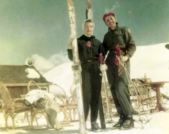 vintage photo 1952 Kodacolor Young Ladies Skiing Snow Color Square