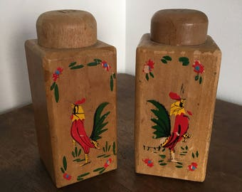 Vintage Wooden Rooster Shakers, Salt and Pepper Shakers, Mid Century Style Kitchen