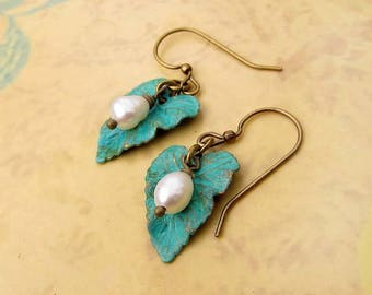 Leaf earrings - turquoise earrings - Patina earrings - small dangle earrings with pearl - Nature jewelry