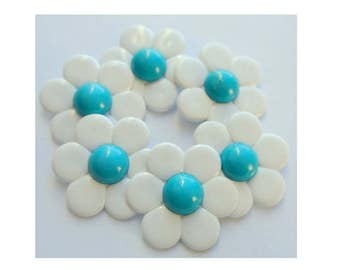 6 Vintage flower buttonswhite plastic with blue center 28mm